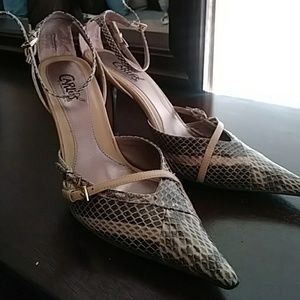 Carlos Santana 8 shoes